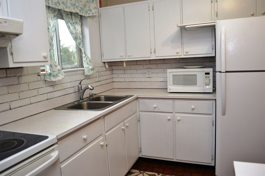 Real Estate Photography - 27 Skyline Dr, New Castle, DE, 19720 - Bright White Kitchen