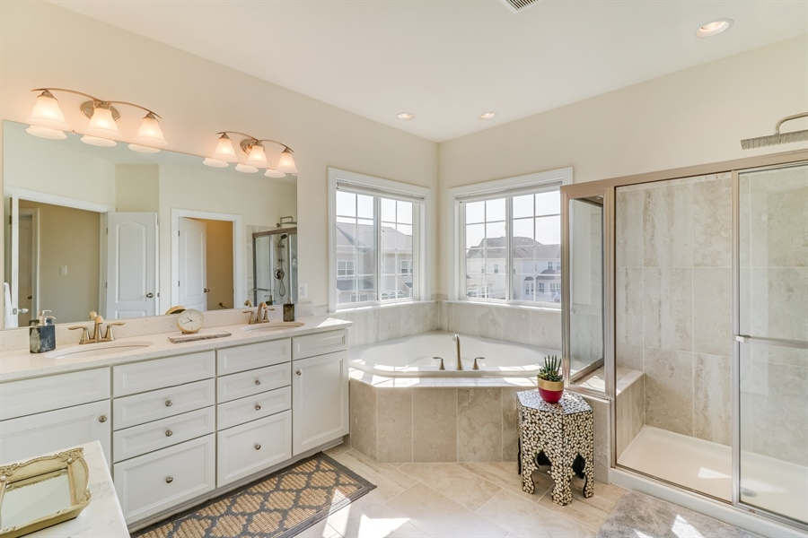 Real Estate Photography - 903 Ash Farm Way, Middeltown, DE, 19709 - Master Bath