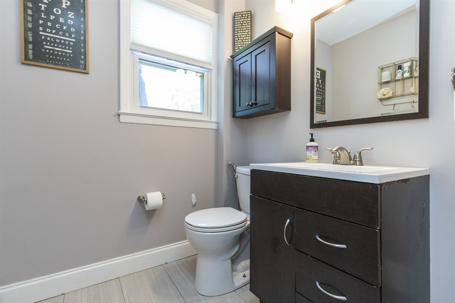 Real Estate Photography - 421 Goodley Rd, Wilmington, DE, 19803 - Updated Powder room