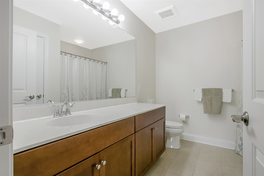 Real Estate Photography - 314 Cassell Ct, Wilmington, DE, 19803 - 2nd Floor Hall Bath