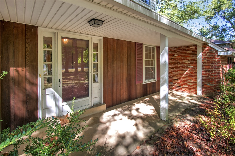 Real Estate Photography - 3303 Coachman Rd, Wilmington, DE, 19803 - Lovely, Welcoming Front Porch