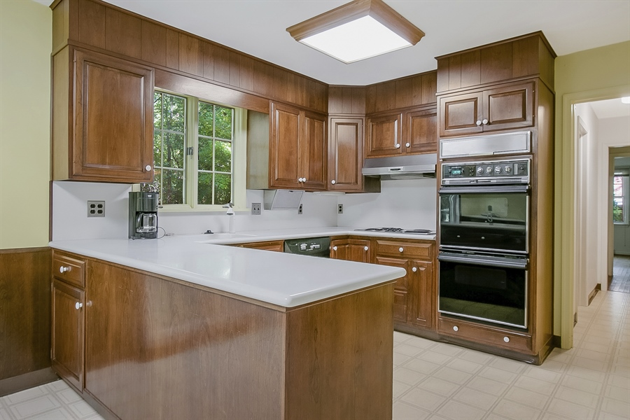 Real Estate Photography - 3303 Coachman Rd, Wilmington, DE, 19803 - Double Ovens in Kitchen
