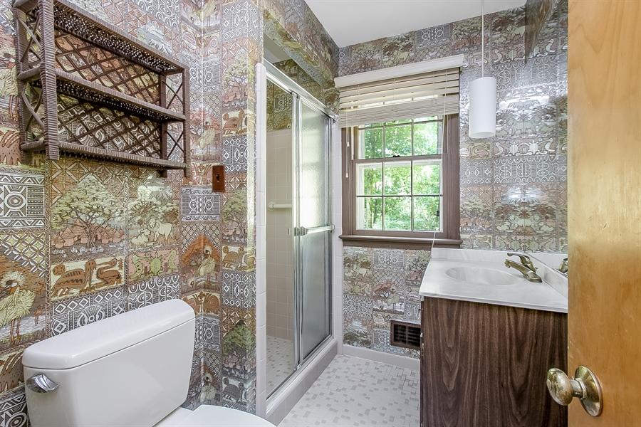 Real Estate Photography - 3303 Coachman Rd, Wilmington, DE, 19803 - Main Level Full Bath