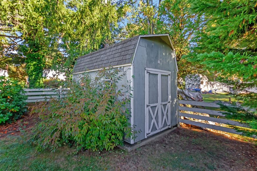 Real Estate Photography - 1113 Wilson Rd, Wilmington, DE, 19803 - Large storage shed