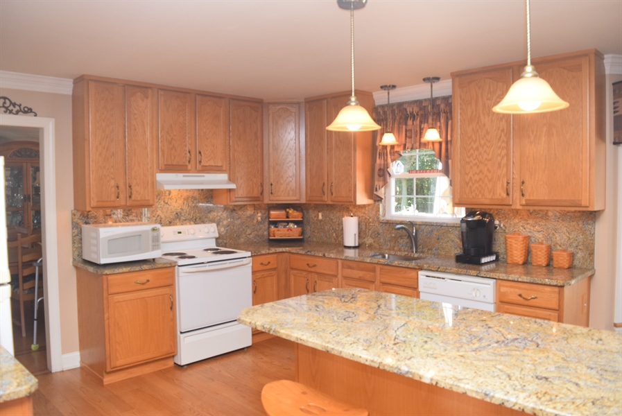 "Real Estate Photography - 109 Nashua Ct, Bear, DE, 19701 - Granite Back Splash & 42"" Cabinets"