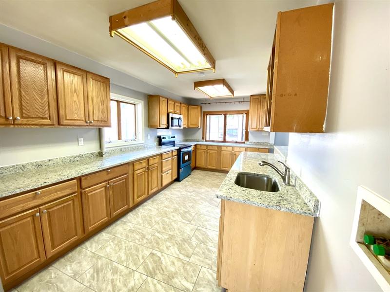 Real Estate Photography - 1019 Marrows Rd, Newark, DE, 19713 - Granite Countertops
