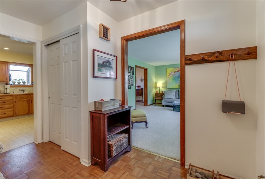 Real Estate Photography - 16 Yellow Pine Ct, Wilmington, DE, 19808 - Foyer