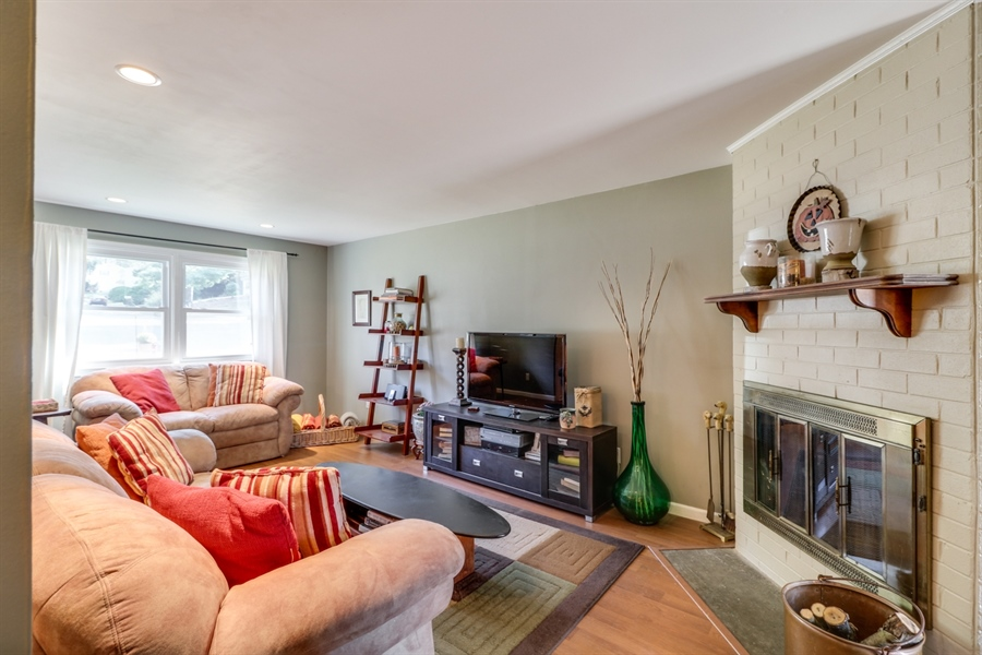 Real Estate Photography - 16 Yellow Pine Ct, Wilmington, DE, 19808 - Family Room