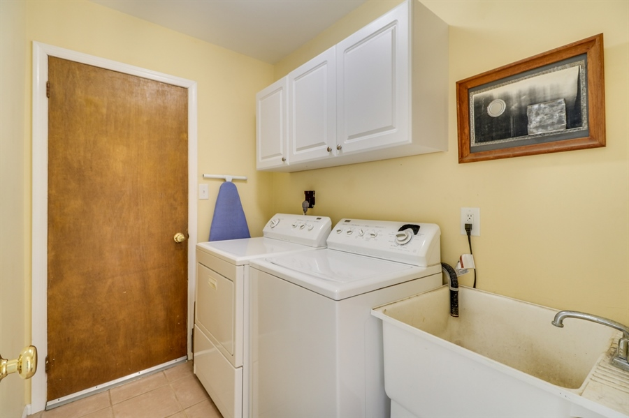 Real Estate Photography - 16 Yellow Pine Ct, Wilmington, DE, 19808 - Laundry Room