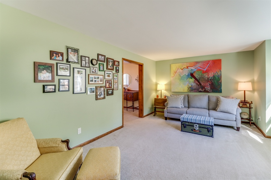 Real Estate Photography - 16 Yellow Pine Ct, Wilmington, DE, 19808 - Living Room