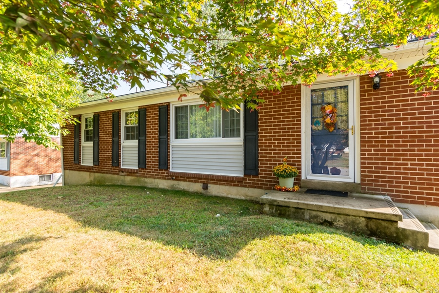 Real Estate Photography - 5 Erskine Ct, Newark, DE, 19713 - Can't beat a brick ranch!