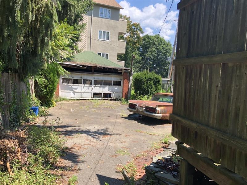 Real Estate Photography - 2327 Pennsylvania Ave, Wilmington, DE, 19806 - Detached 2 Car Garage