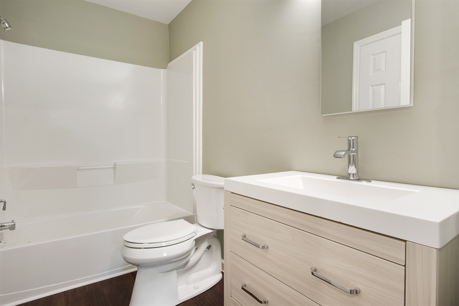 Real Estate Photography - 29 Patrick Henry Ct, Newark, DE, 19711 - Remodeled Full California Bath