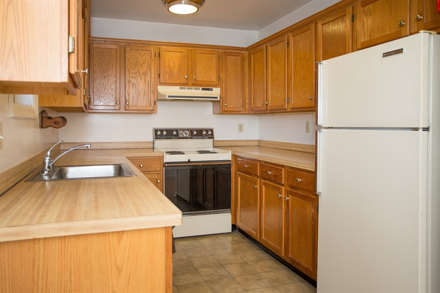 Real Estate Photography - 119 E Green Valley Cir, Newark, DE, 19711 - Lots of cabinet space!