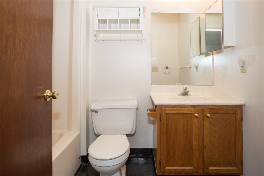 Real Estate Photography - 119 E Green Valley Cir, Newark, DE, 19711 - Master bath