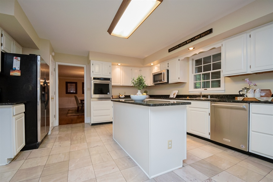 Real Estate Photography - 114 Mettenet Ct, Hockessin, DE, 19707 - New Stainless Appliances