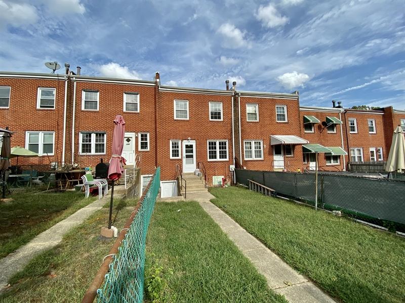 Real Estate Photography - 306 9th Ave, Wilmington, DE, 19805 - Backyard