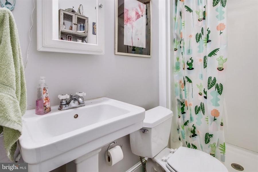 Real Estate Photography - 1325 N West St, Wilmington, DE, 19801 - En-suite bathroom