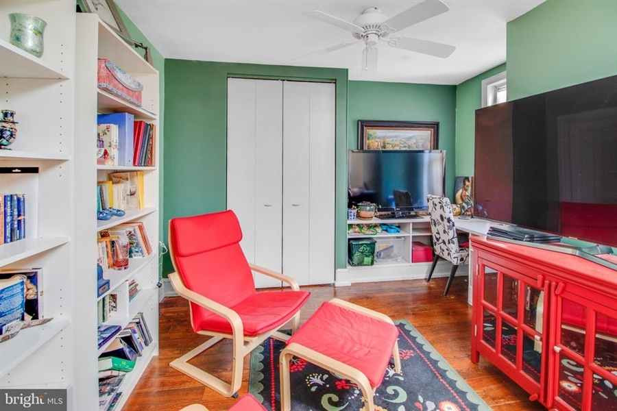 Real Estate Photography - 1325 N West St, Wilmington, DE, 19801 - 2nd floor sitting room