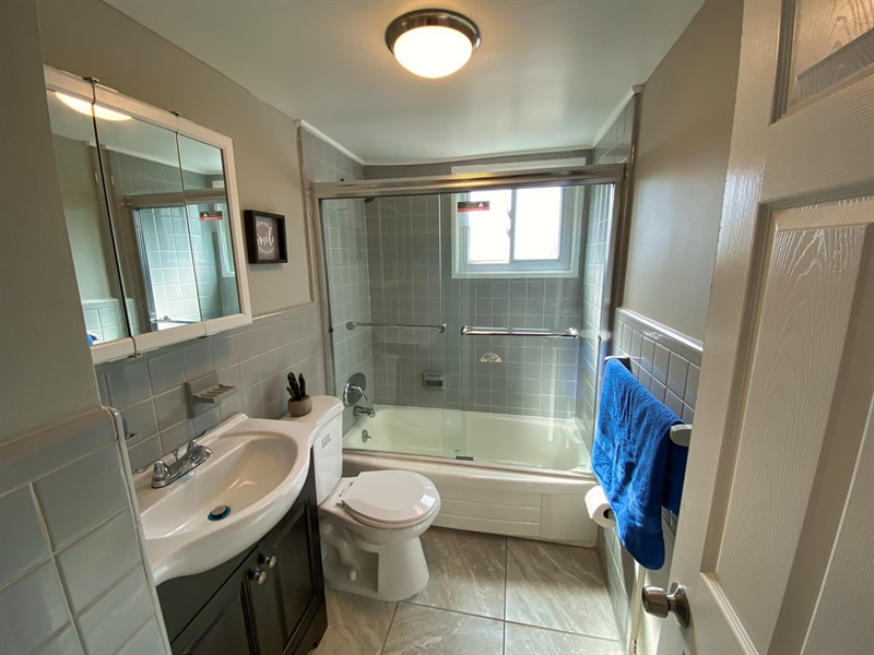 Real Estate Photography - 1400 Haines Ave, Wilmington, DE, 19809 - Full Bath (Upstairs)