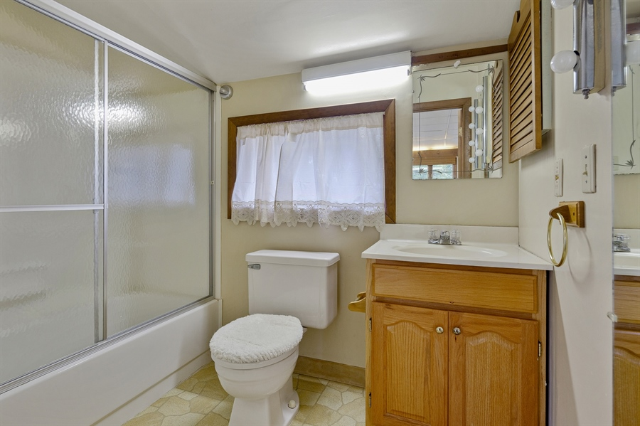 Real Estate Photography - 823 Starvegut Ln, Kennett Square, PA, 19348 - Apartment bathroom