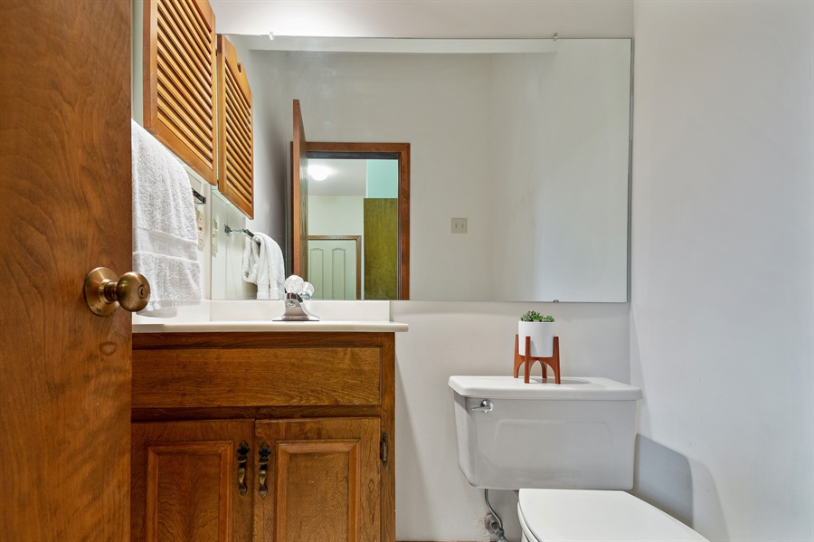 Real Estate Photography - 823 Starvegut Ln, Kennett Square, PA, 19348 - Powder Room