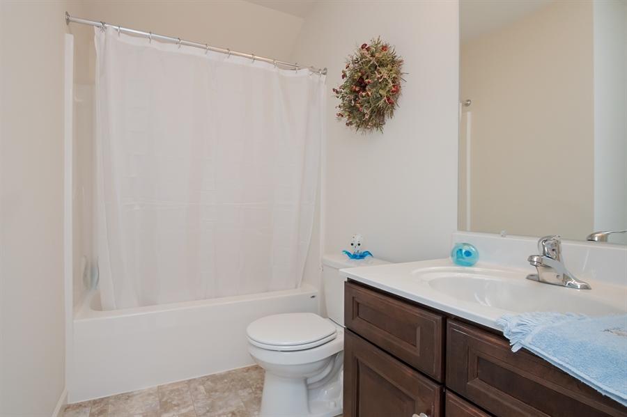 Real Estate Photography - 143 Honeycroft Blvd Boulevard, Cochranville, DE, 19330 - Upstairs Full Bath