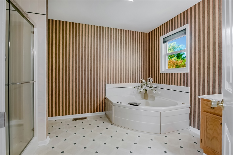 Real Estate Photography - 102 Beacon Ct, Wilmington, DE, 19808 - Master Bath With Jacuzzi Corner Tub