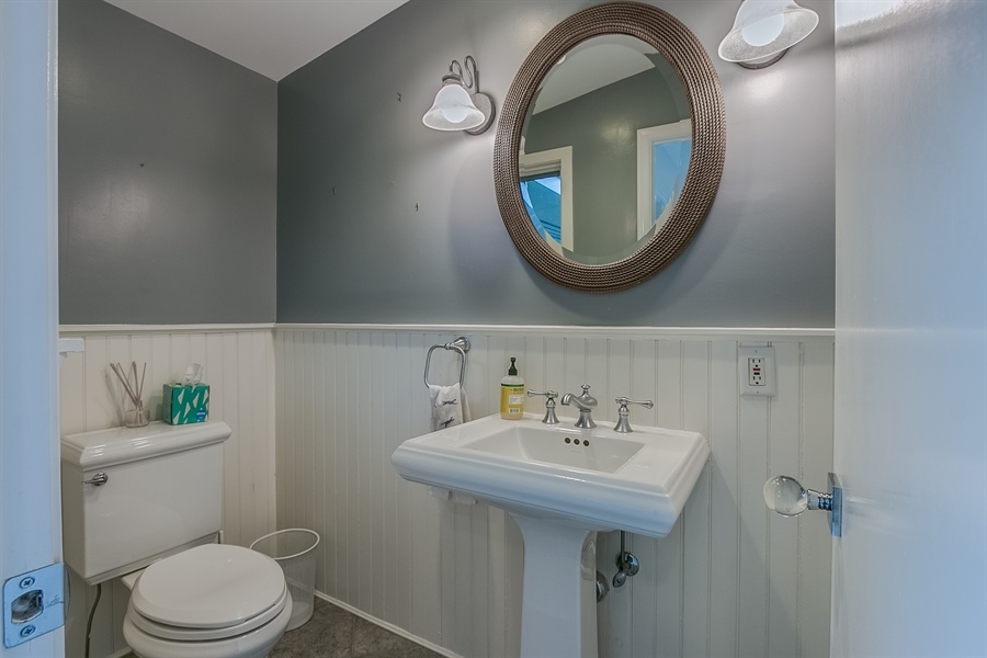 Real Estate Photography - 112 S Spring Valley Rd, Greenville, DE, 19807 - Main Level Powder Room