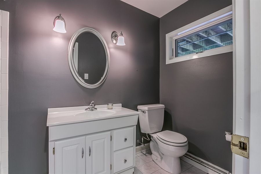 Real Estate Photography - 112 S Spring Valley Rd, Greenville, DE, 19807 - Lower Level Full Bath with Tub/Shower Combo