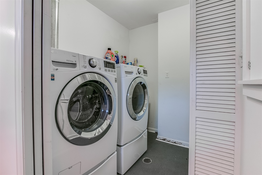 Real Estate Photography - 112 S Spring Valley Rd, Greenville, DE, 19807 - Lower Level Laundry