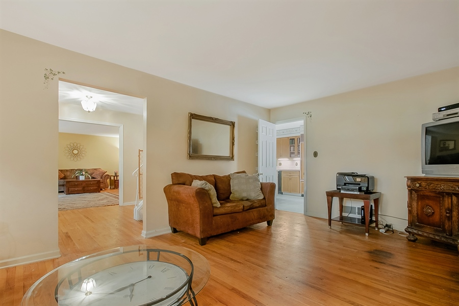 Real Estate Photography - 109 Foxbrook Dr, Landenberg, PA, 19350 - Spacious Family Room