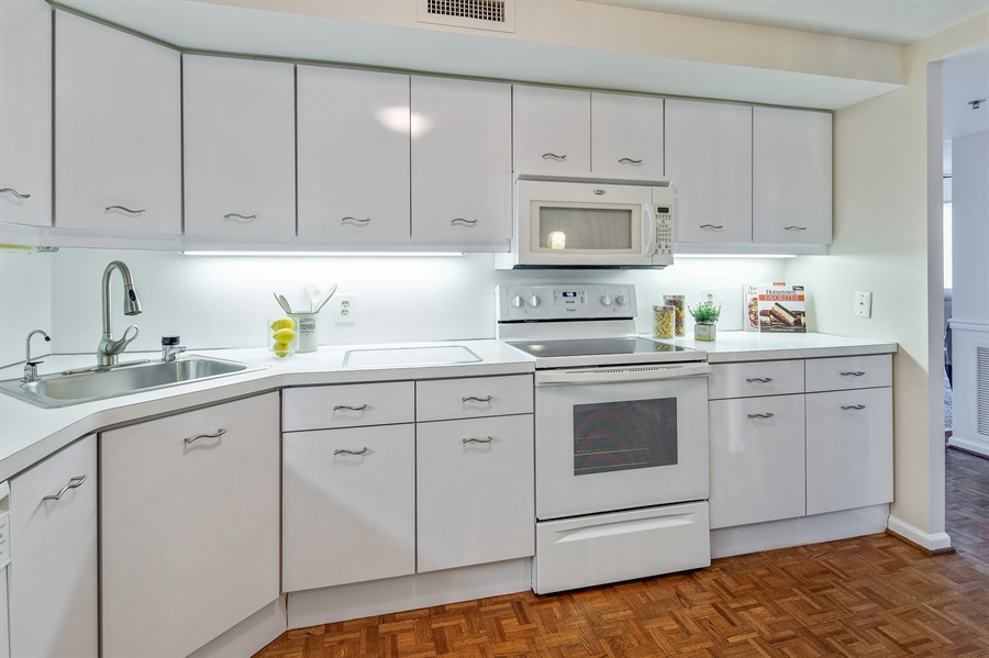 Real Estate Photography - 1100 Lovering Avenue #1100, 1100, Wilmington, DE, 19806 - Well equipped Kitchen