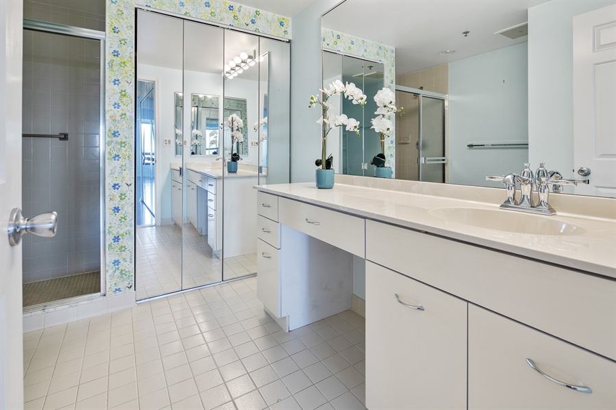 Real Estate Photography - 1100 Lovering Avenue #1100, 1100, Wilmington, DE, 19806 - Well appointed Master Bath