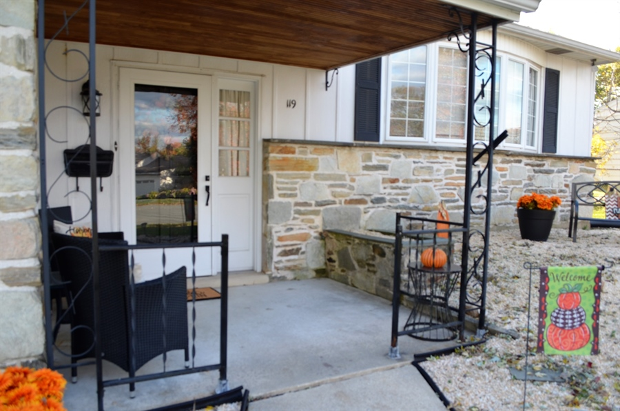 Real Estate Photography - 119 S Dillwyn Rd, Newark, DE, 19711 - Adorable Front Porch
