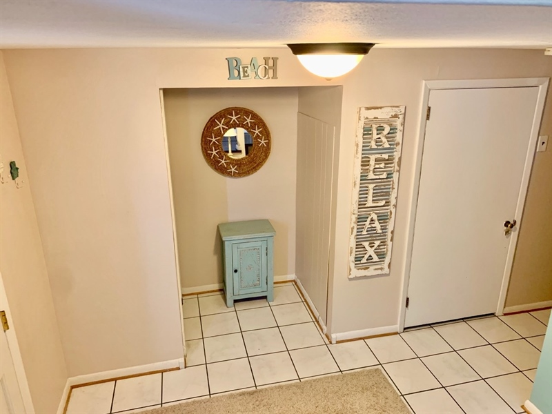 Real Estate Photography - 119 S Dillwyn Rd, Newark, DE, 19711 - Large Welcoming Foyer