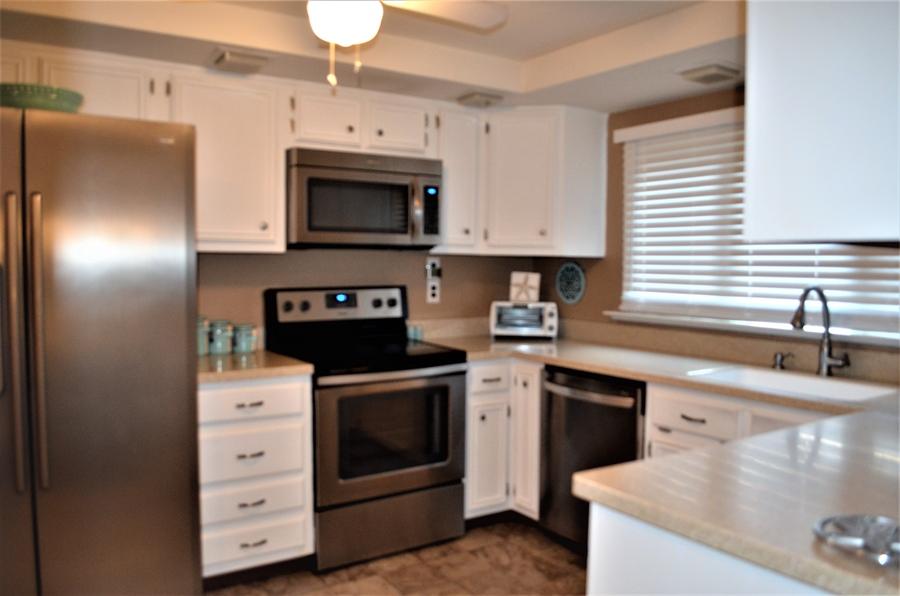 Real Estate Photography - 119 S Dillwyn Rd, Newark, DE, 19711 - Kitchen w SS Appliances