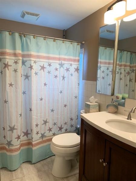Real Estate Photography - 119 S Dillwyn Rd, Newark, DE, 19711 - Full Bathroom w updated light fixture & vanity