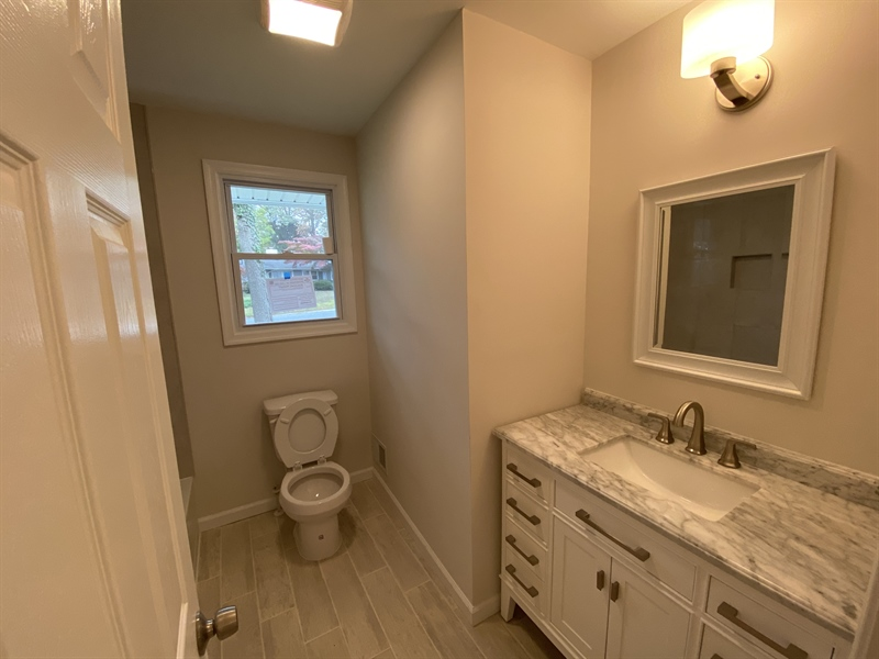 Real Estate Photography - 206 Hoiland Dr, Wilmington, DE, 19803 - Hall Full Bath