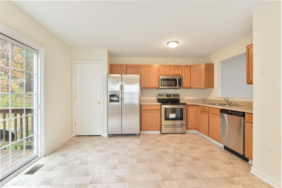 Real Estate Photography - 125 Ben Boulevard, Elkton, DE, 21921 - New stainless appliances with 1 year warranty