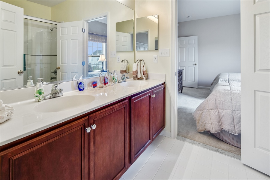 Real Estate Photography - 747 Idlewyld Dr, Middletown, DE, 19709 - Jack and Jill bathroom