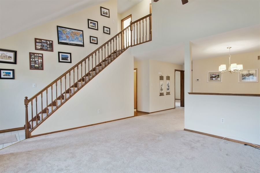 Real Estate Photography - 16 Green Meadow Ct, Newark, DE, 19711 - LR W/Vaulted Ceilings