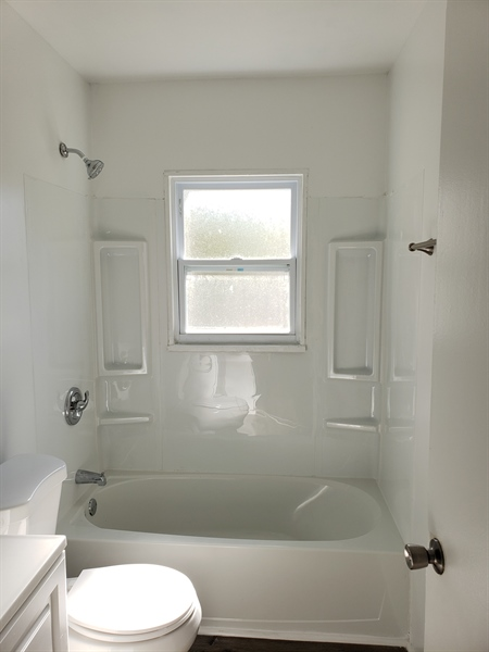 Real Estate Photography - 56 Evergreen Dr, Dover, DE, 19901 - New tub
