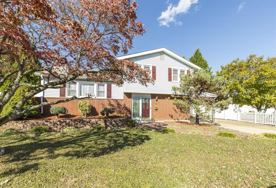 Real Estate Photography - 2100 Elder Dr, Wilmington, DE, 19808 - Welcome home!