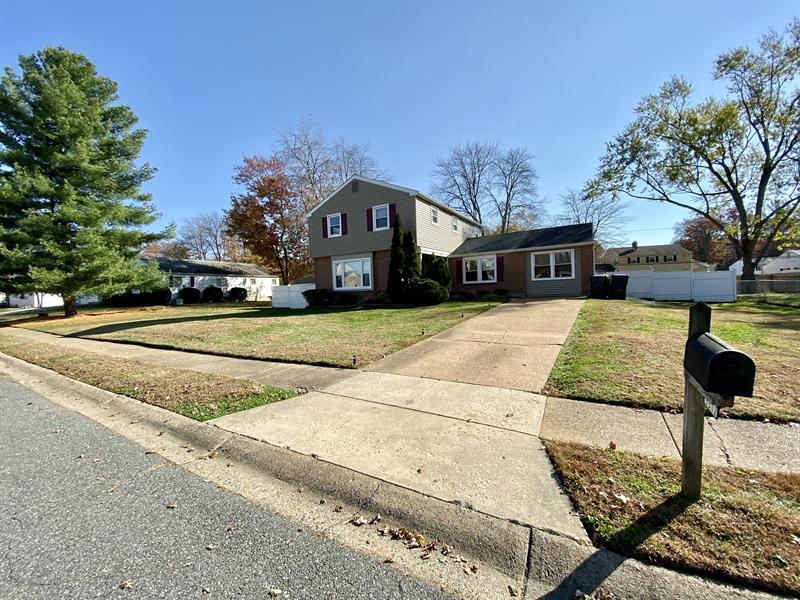 Real Estate Photography - 3312 Altamont Dr, Wilmington, DE, 19810 - Large Driveway