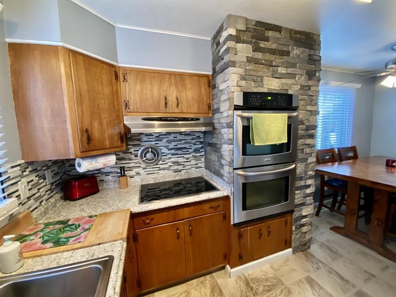 Real Estate Photography - 3312 Altamont Dr, Wilmington, DE, 19810 - Double Oven