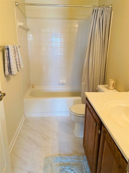 Real Estate Photography - 17 Westwoods Blvd, Hockessin, DE, 19707 - Second Level Bath with Tub/Shower Combination