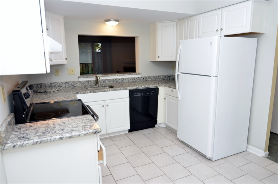 Real Estate Photography - 1508 N Lincoln St, Wilmington, DE, 19806 - Granite Counters & Tile Flooring