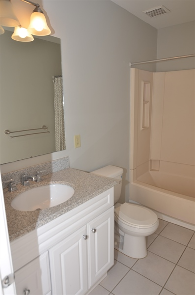 Real Estate Photography - 1508 N Lincoln St, Wilmington, DE, 19806 - Full Hall Bath with Granite Counter