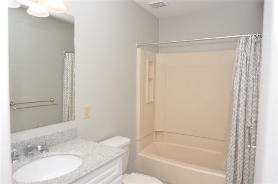 Real Estate Photography - 1508 N Lincoln St, Wilmington, DE, 19806 - Full Hall Bath with Soaking Tub